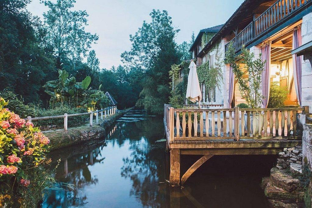 Le Moulin du Roc varandas de hotel