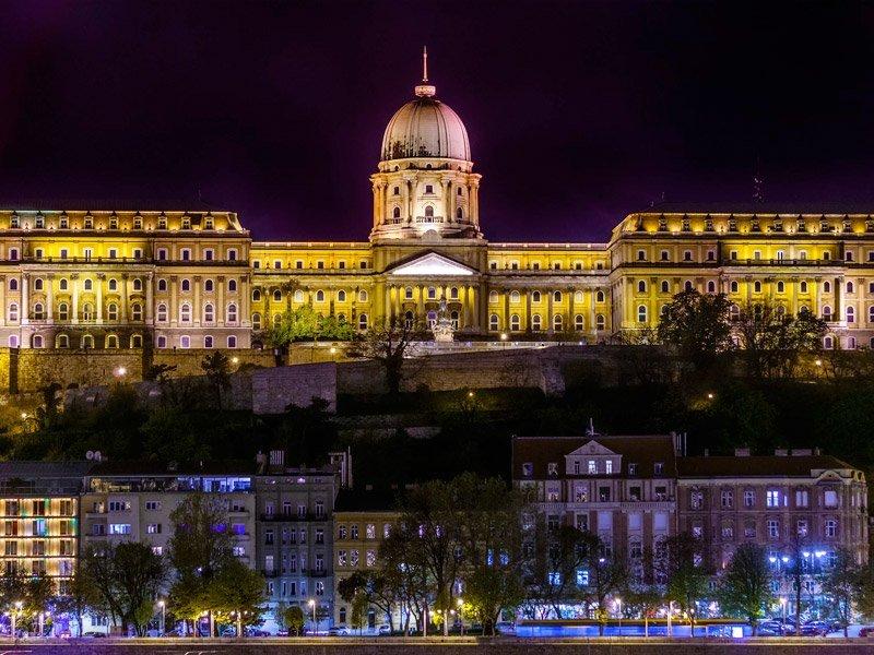 vista do Castelo de Buda à noite