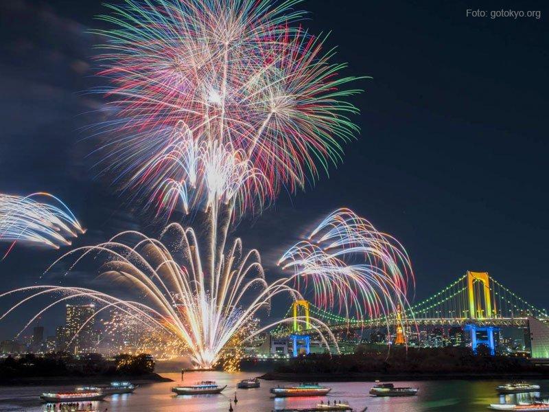Hanabi Taikai (Festival de Fogos de Artifício) em Tóquio cidade-sede das olimpíadas 2020