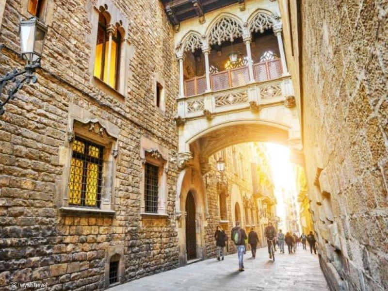 O que fazer em Barcelona - bairro gótico El Gòtic barcelona - melhores atrações da cidade - Parque Güell - praias mais bonitas de Barcelona - Cruzeiros e Viagens em Grupo para Barcelona