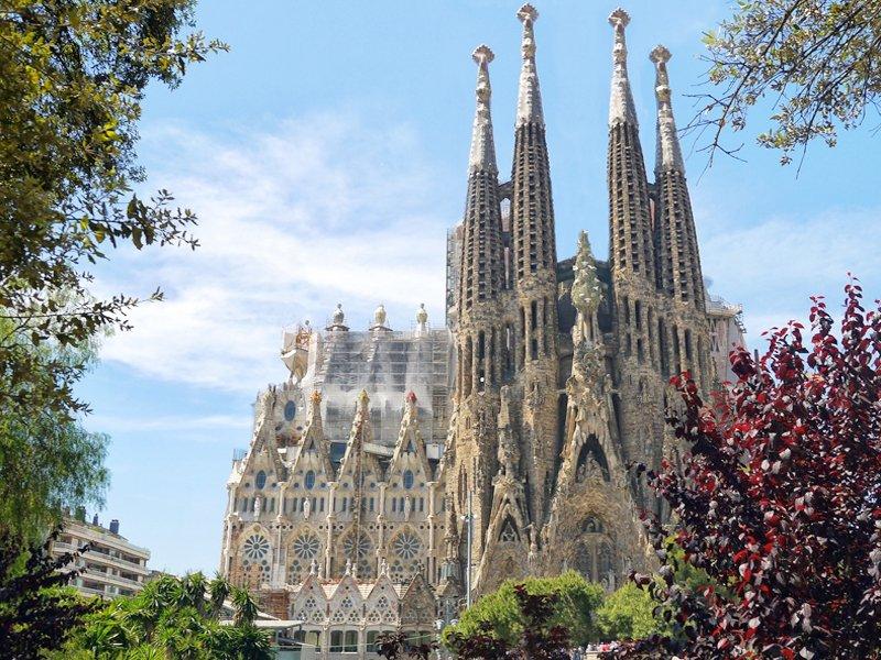 O que fazer em Barcelona - sagrada familia - melhores atrações da cidade - Cruzeiros e Viagens em Grupo para Barcelona